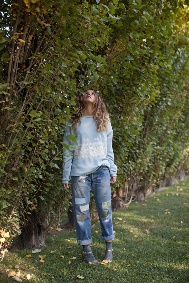 Maglione morbido azzurro con pizzo, Jeans Levis Otra vex con applicazione in vera pelle #linvernodellefate