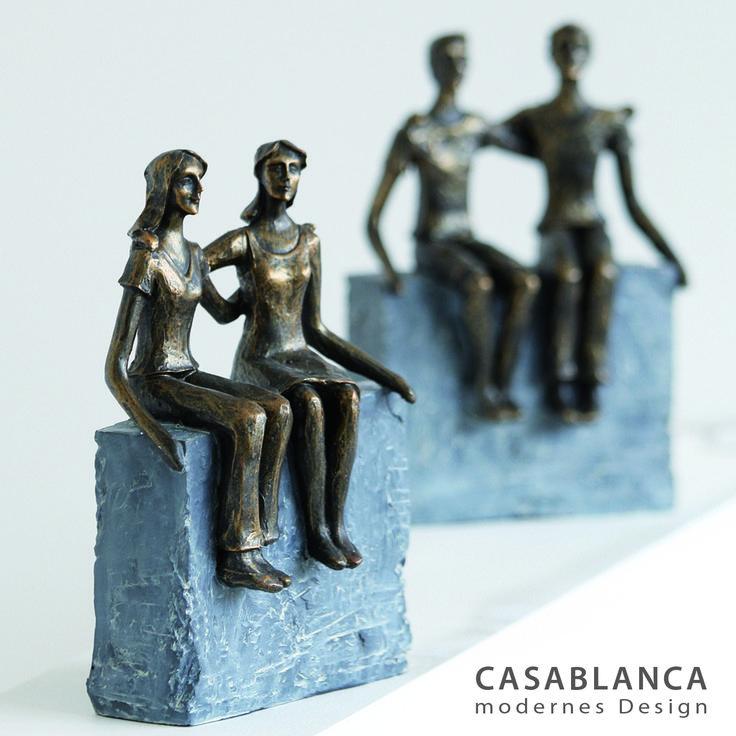 """Skulptur """"Freundinnen"""" aus Poly · bronzefarben auf grauer Basis Breite 16 cm, Höhe 22 cm"""