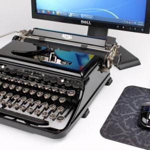 Si votre vieux clavier ne vous convient plus ou si il est vraiment trop sâle et irrécupérable nous avons la solution ! Cette machine à écrire USB fonctionne avec votre PC, Mac, iPad ou même votre Samsung Galaxy S II pour les androidiens. Un peu cher pour un clavier mais original !