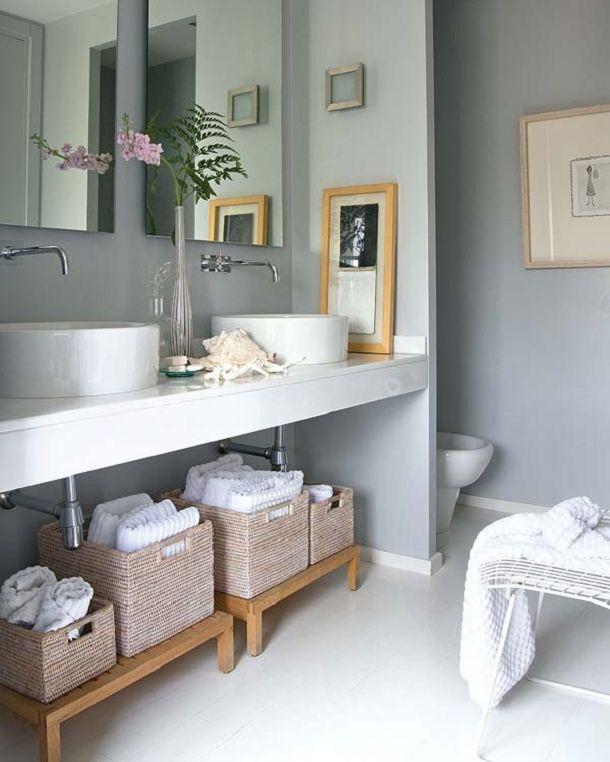 cestos no banheiro cinza