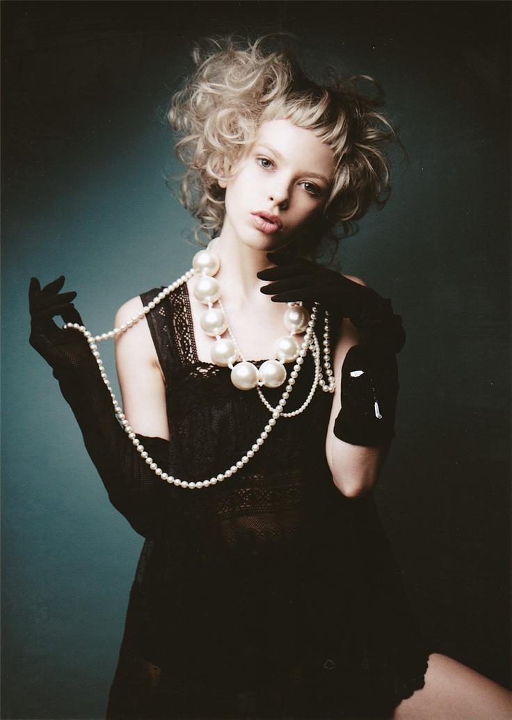 pearls + love the hair