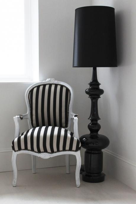 One day I will have a chair like this!! The lamp stand is a beautiful shape too!