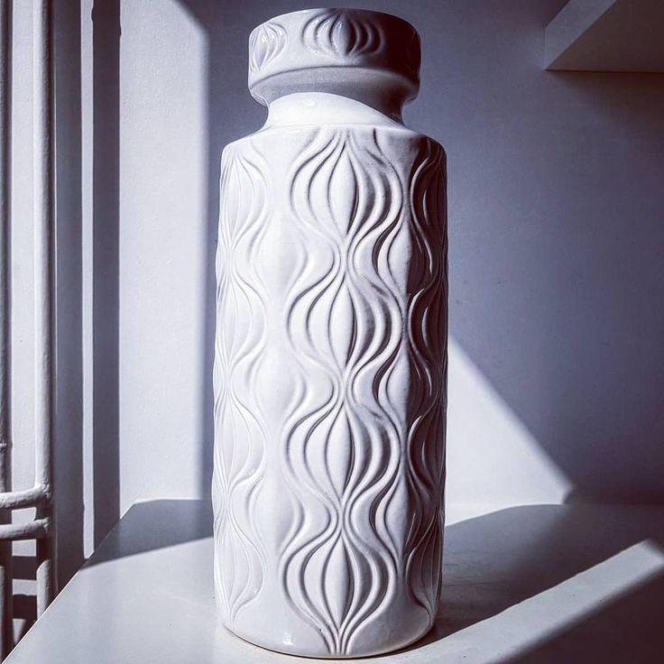 """Polubienia: 9, komentarze: 1 – modern (@modern_old2new) na Instagramie: """"Amsterdam white Scheurich vase #amsterdam #onion #decor #white #relief #scheurich #wgp…"""""""