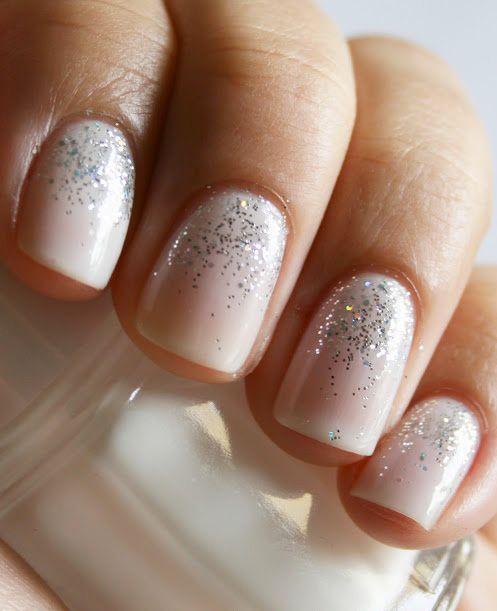 nail art semplice e luminoso per natale e capodanno