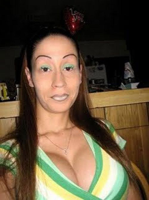 This perpetually surprised gal. | 43 People Whose Eyebrows Are So Bad They're Actually Works Of Art