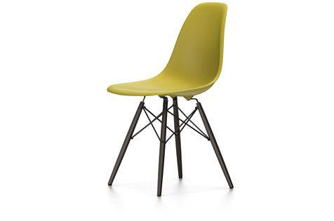 Vitra Eames Plastic Side Chair DSW - Ahorn schwarz, senfgelb, Gleiter weiß (Teppichboden)