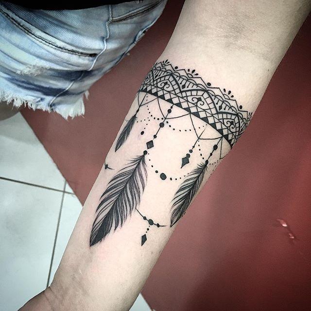 Jefferson Ruiz #jeffersonruiztattoo #mandala #mandalatattoo #bracelete #braceletetattoo #pena #pontilhismotattoo #tattoo #tatuagem #tattooedgirls #tatuagemfeminina #blackwork #blackandwhite #blackandgrey #tattooworkers #tattoo2me #maringa #tattoomaringa #jeffersonruiz