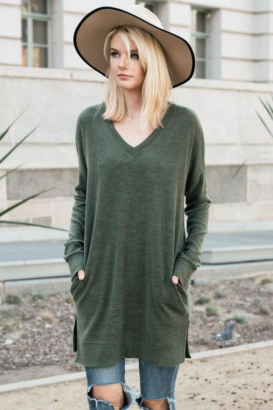 This tunic will become a staple in your closet this fall & winter. It features a slightly oversized fit, long sleeves and V-neck with front pockets. The fabric will keep you wonderfully warm and it ha