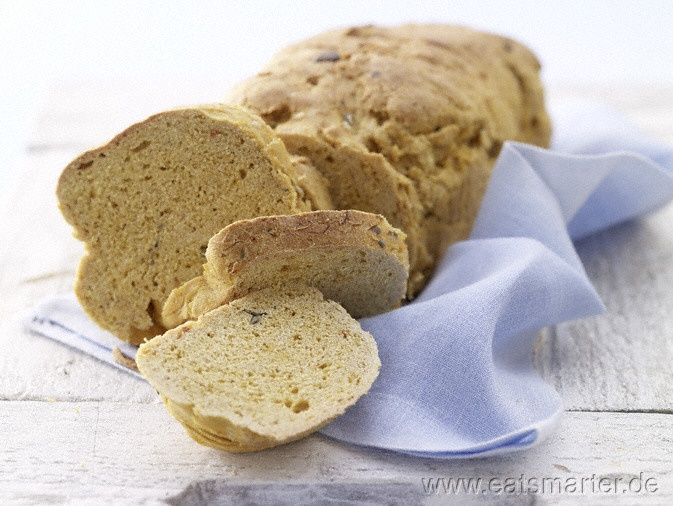Kerniges Kürbisbrot - smarter - mit Hokkaido.  Kalorien: 158 kcal | Zeit: 30 min.   #brot #rezepte #bread #recipes