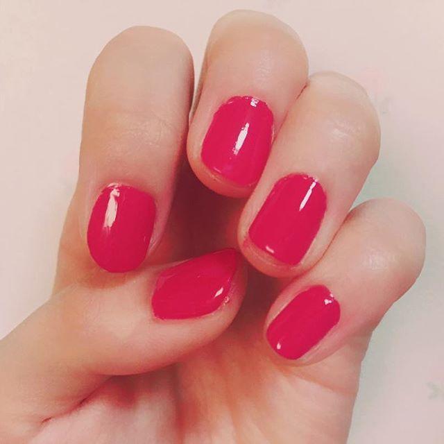 ** 久しぶりに自分で塗った💅💓 ジェルトップコートでつやつや👸🏻✨ ** ** #pink #nail #またピンク #笑 #ジェルトップコート #セルフネイル #nailholic #あ #ちょっとはみ出た #instagood #休日 #久しぶり #連休 #like4like #happy