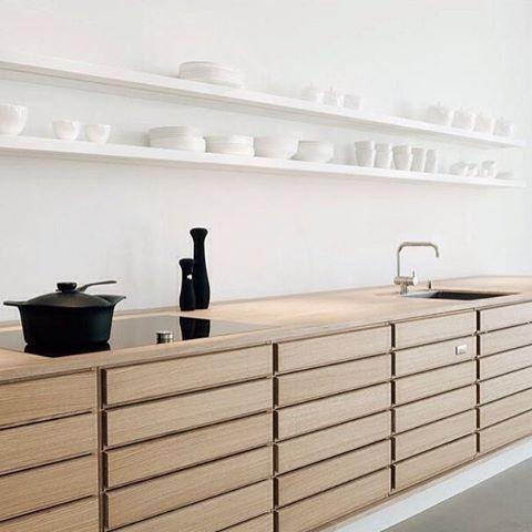 repetition ➕ rhythm // stunning minimalist kitchen // #kitchen #minimal #interiorinspo #interiordesign #rhythm #repetition #calm