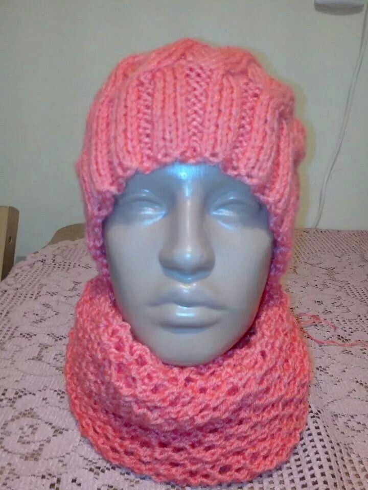 Set caciula si fular tricotat