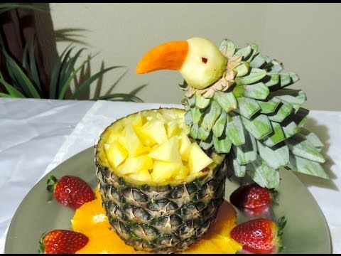 Parrot made with fruit j pereira art carving fruits and for Pineapple carving designs