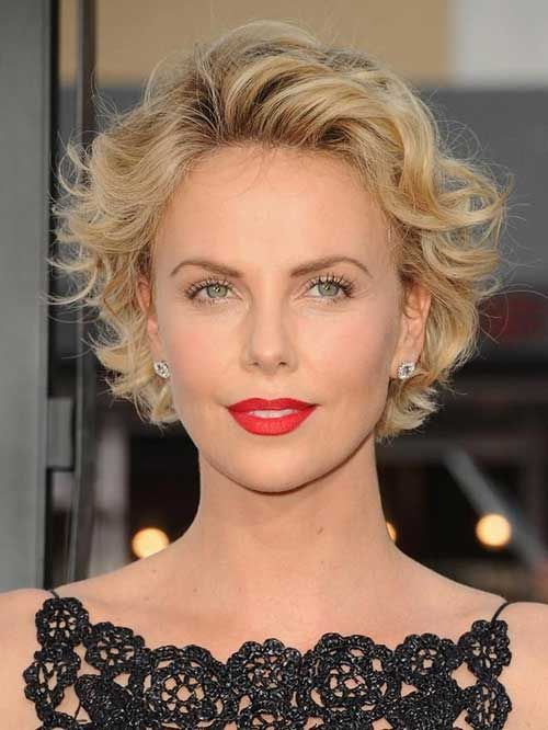 Charlize Theron soft round head of Wavy Hair looks very feminine.