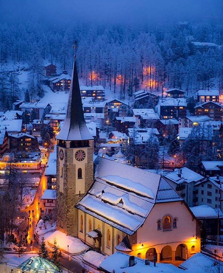 Zermatt, na Suiça! Uma das cidades mais icônicas do país!  Marque os amigos!