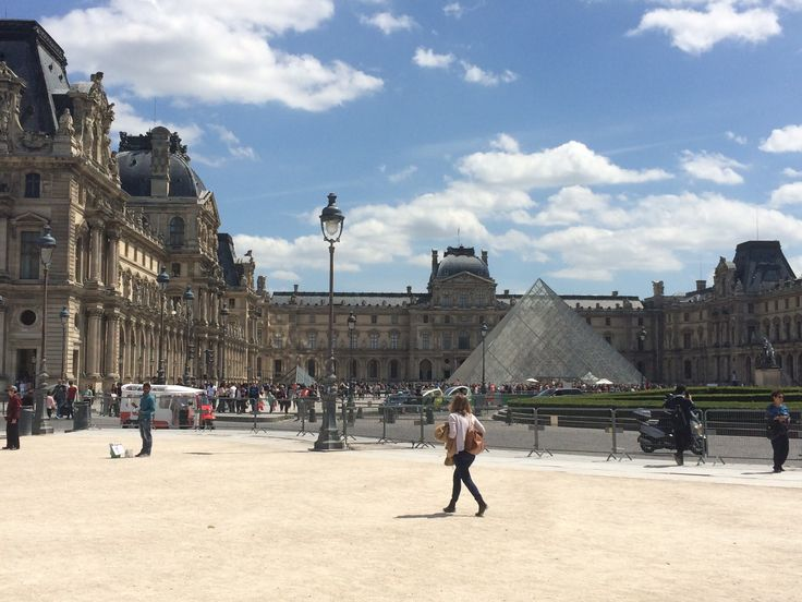 Musée du Louvre / Paris, France Photo by Celia Persechino // Simply Paris: With 6 Simple Tips at happiestwhenexploring . com