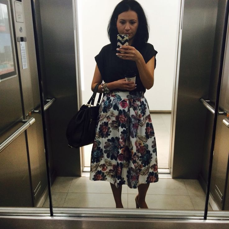 Floral midi skirt. Summer. office
