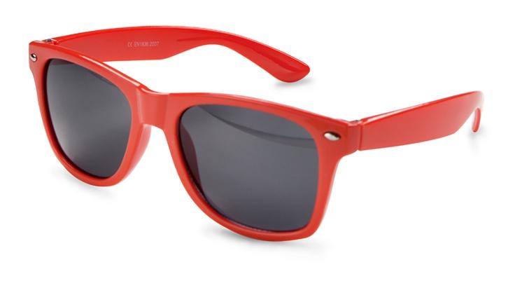 Gafas de sol rojas.