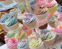 Hawthorn Craft Market - cupcake stand