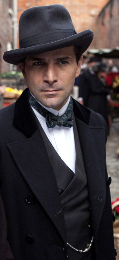 Gregory Fitoussi playing Henri in 'Mr Selfridge'...*sigh* what a gorgeous man :)