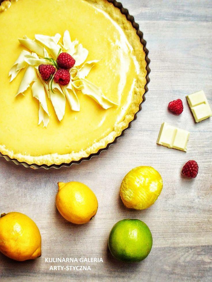 Tarta cytrynowa z nadzieniem zrobionym z mleka skondensowanego, żółtek i soku z cytryn