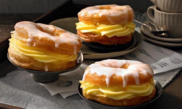 Leckere Donuts aus Croissantteig, gefüllt mit einer leichten Creme