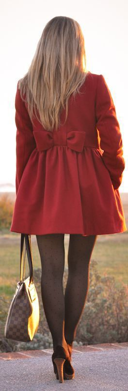 I want this red coat!! ♥