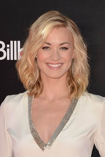 Yvonne Strahovski shows that you can still do beachy waves with this length.  Hairstyle to Try Now: The Lob | Beauty High