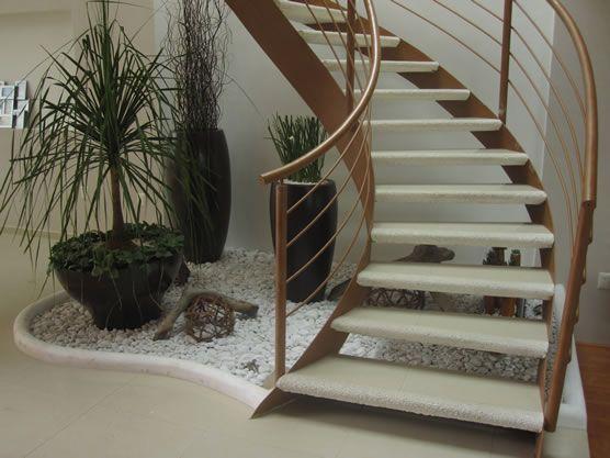 Jardin debajo de escaleras
