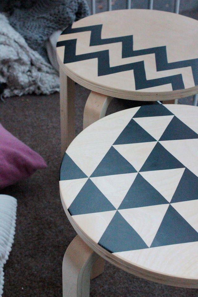 Décorer vos tabourets avec des motifs géométriques.