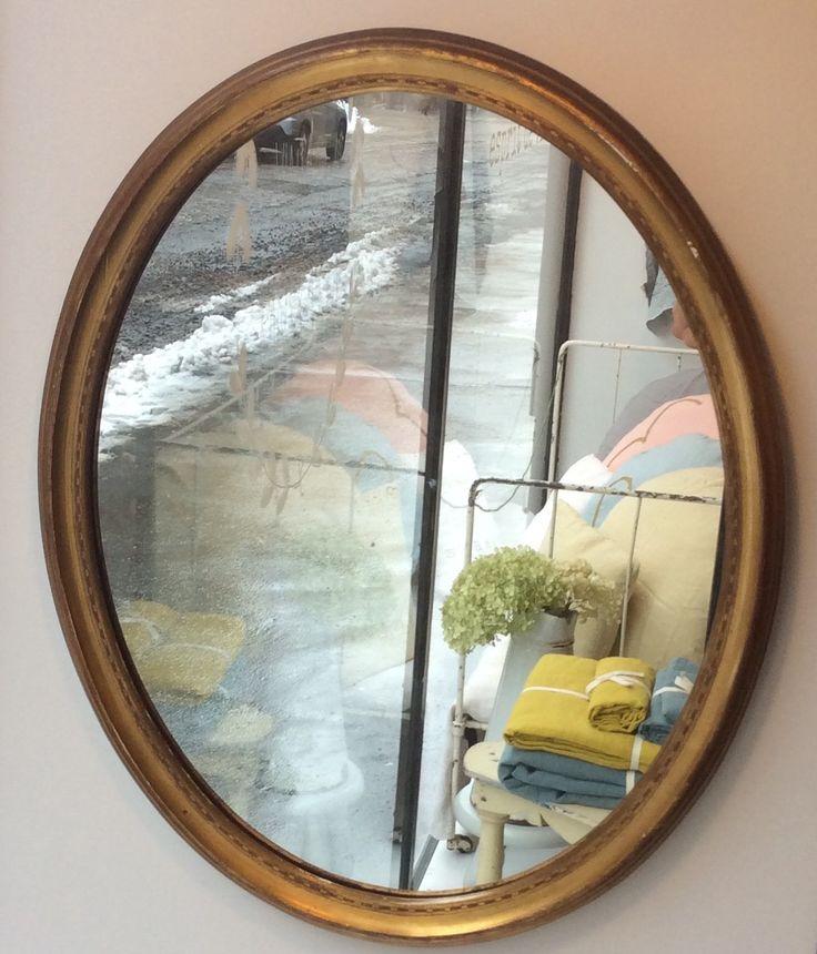 ovaali kultakehyksinen peili . korkeus 55cm . leveys 44cm . @kooPernu
