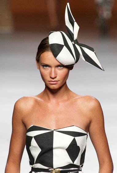 Derby Day Ideas   #black and #white #fascinator