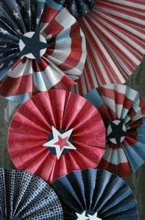 Creative Paper: Independence Day Medallions - hang them easily using Command Hooks without damaging your walls