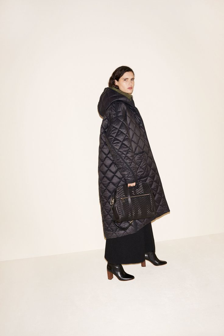 See the complete Maje Fall 2017 Ready-to-Wear collection.