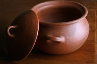 Craftsman from Pomaire, Chile have been making unglazed lead free clay cookware since the 19th century. Our cookware products are healthier because little or no oil is needed as the food steams in natural juices. Clay pots also hold the nutrients whereas foods that are boiled often lose nutrients during the cooking process. #cookware #unglazed #clay