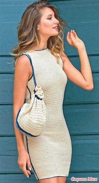. Платье-футляр с контрастной отделкой