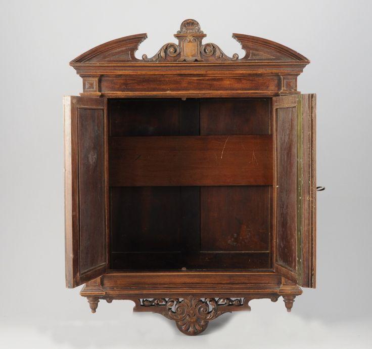 Armoirette vitrine en bois naturel de forme rectangulaire - Model vitrine en bois ...