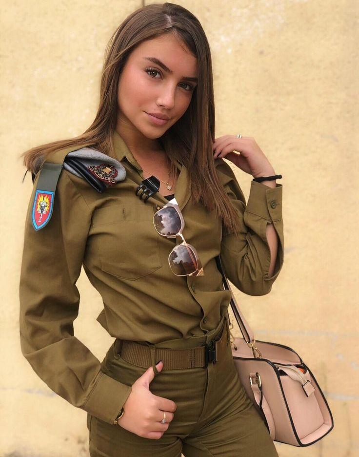красивый девки в военной форме этой категории есть