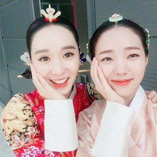 """Moonlight Drawn by Clouds"" Chae Soo-bin and Han Soo-yeon's 'cute VS innocent' beauty battle"