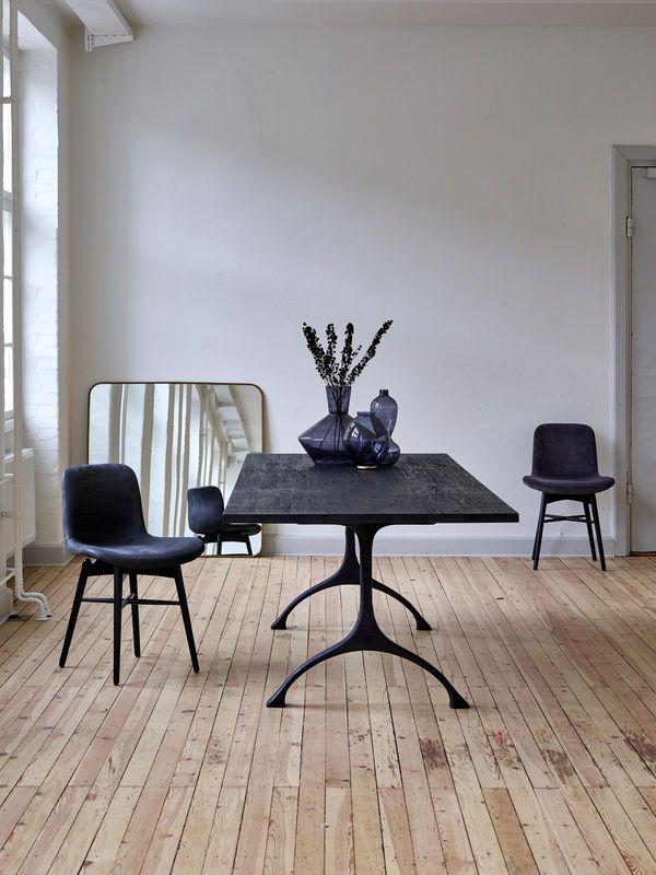 tafel en stoelen uit de collectie van norr11 verkrijgbaar bij top interieur in izegem