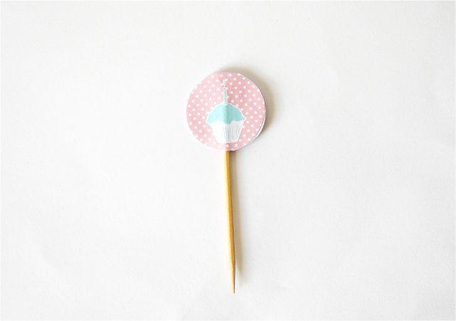 DIY Cupcake Toppers #DIY #lblogger #lifestyleblogger #lifestyleblog #crafts #DIYblogger #birthday #decor #cupcake
