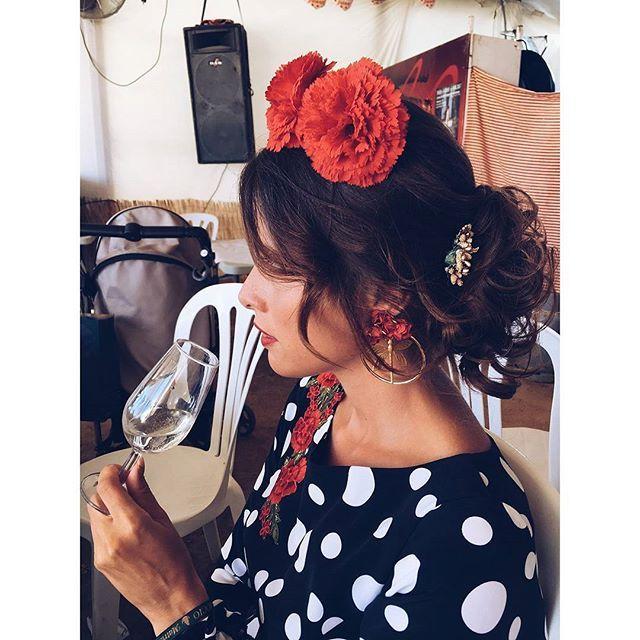 Flamencas guapas look inspiración pendientes lunares sevilla feria trajes flamenca