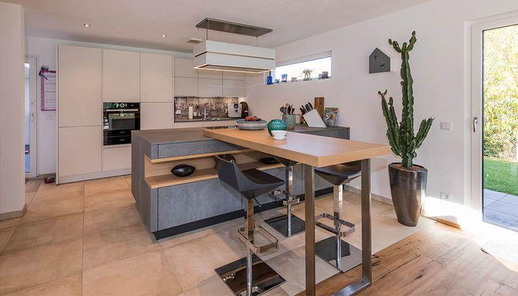 Offene küche mit küchenblock und theke moderne küchen von