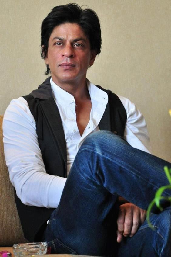 #BollywoodComeToRussia #RussianlovesIndia @Omg SRK #SRK pic.twitter.com/lrqanG7dB7