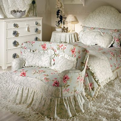 love this settee and the bed , just not how they are set up here. But, look at the gorgeous rug under the BED