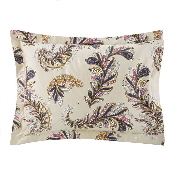 Complete the look with this Parure pillowcase from Yves Delorme. Made from 100% cotton sateen, this luxurious pillowcase provides a comforting setting to relax and unwind. The pillowcase features a ne