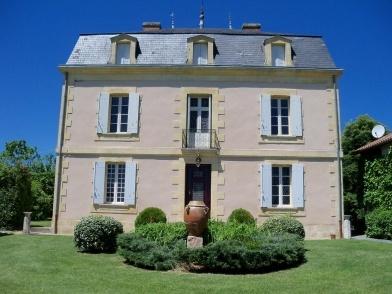Location Gite Dordogne à Bergerac, Ginestet. Maison bourgeoise du 18ème située rive droite de la rivière Dordogne