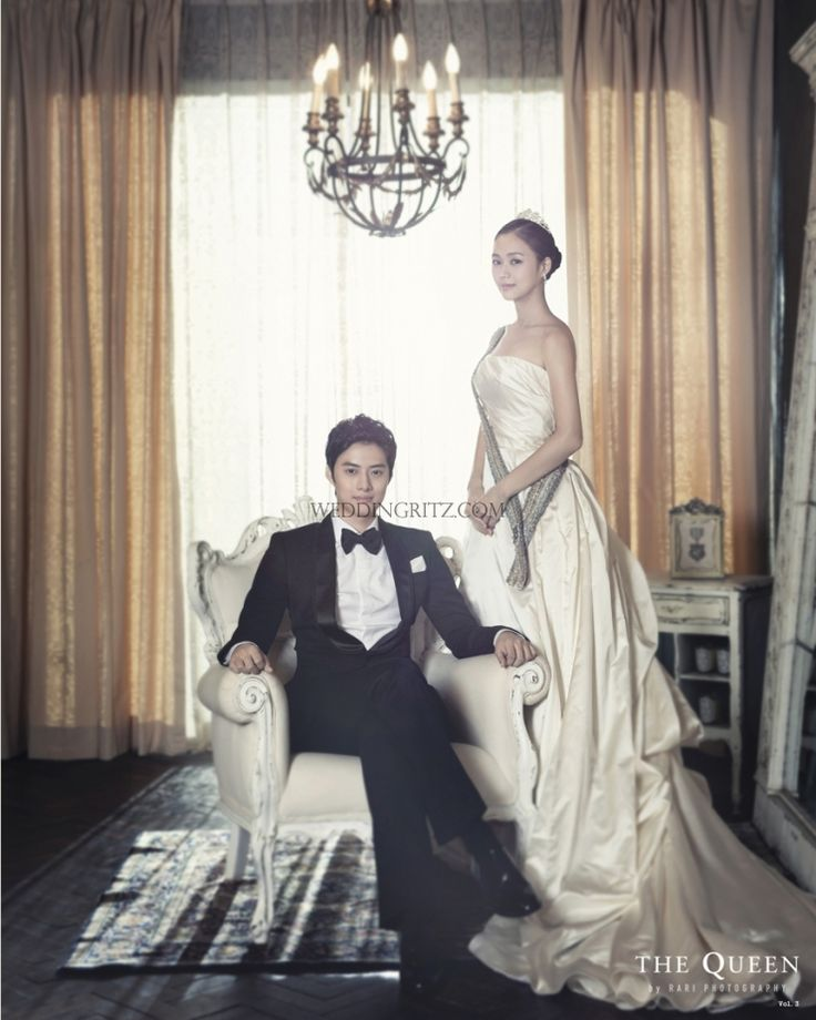 wedding photo by the queen by rari