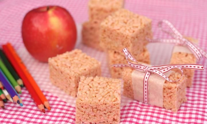 Three ingredients are all it takes to make this marshmallow bubble slice. Melt butter, add marshmallows and rice puffs and you've got yourself a homemade LCM bar for the kids' lunch boxes. Result!