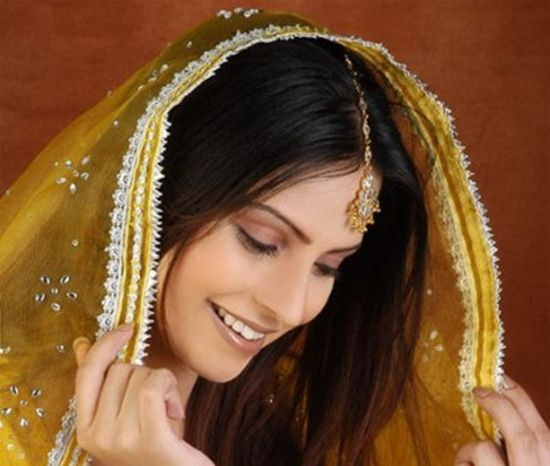Most Beautiful Mehndi Dresses for Girls Check out more desings at: http://www.mehndiequalshenna.com/
